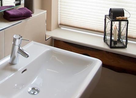 Waschbecken in Zimmer 1