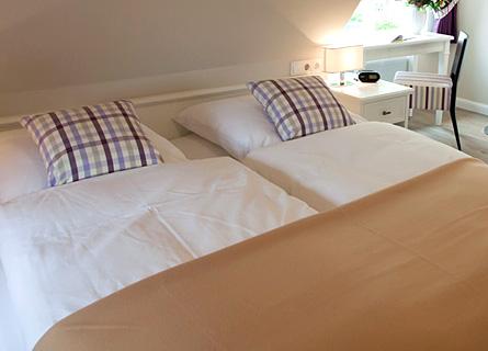 Doppelbett in Zimmer 6